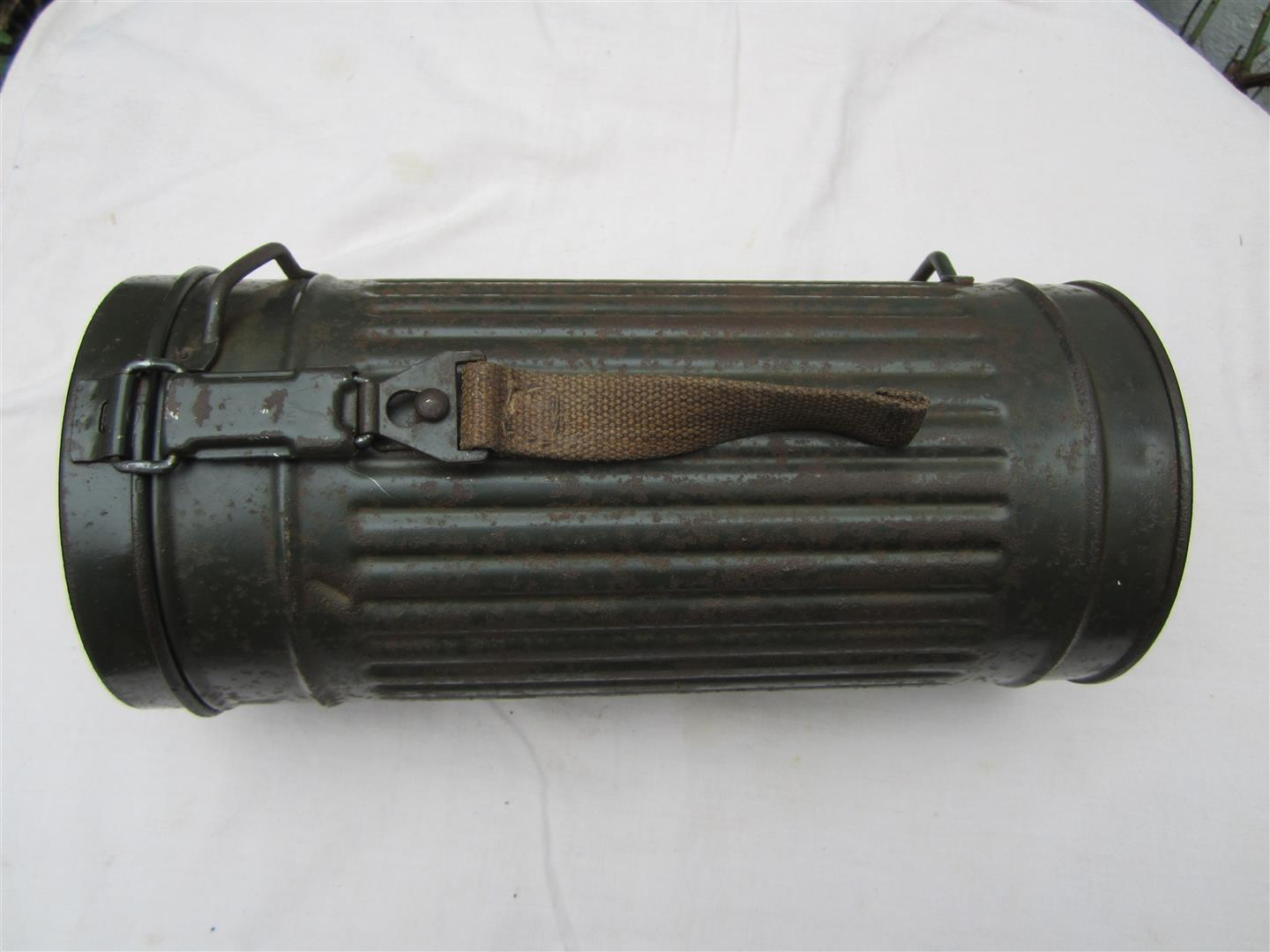 WW2 WH Gasmask Tin